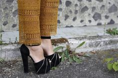 sky high heels http://depointeenblanc.com/2014/04/29/beautiful-trousers-for-a-chic-look/