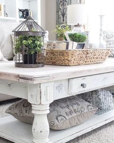 Shabby Chic Coffee Table with Rustic Accessories -- Best Farmhouse Living Room Decor ideas : homebnc Cocina Shabby Chic, Muebles Shabby Chic, Shabby Chic Homes, Fixer Upper Show, Shabby Chic Coffee Table, Coffe Table, Farmhouse Coffee Tables, White Distressed Coffee Table, Distressed Wood
