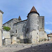 Château de Cognac —: En 1506, Louis XII annonce les fiançailles de sa fille Claude, âgée de 7 ans, et de François d'Angoulême qui, en tant que héritier présomptif du trône, s'installe à Blois. De retour à Cognac après le mariage de sa file en 1508, Louise poursuit son patronnage d'artistes (Robinet Testard), de scribes (Jean Michel), et d'auteurs (Jean Thenaud, la famille des St-Gelais)