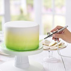 Easy to use icing spray kit for stunning cake decorations. A mini compressor (with 3 settings) powers the adjustable airbrush. Cake Decorating Airbrush, Cake Decorating Techniques, Cake Decorating Tutorials, Decorating Tools, Compressor Para Pintura, Cake Airbrush Kit, Chocolate Cream Cake, Edible Paint, Colorful Cakes