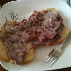 Creamed Chipped Beef On Toast When I was a kid this was called S. (&%it on a shingle) I think everybody I knew had this when their Mom's wanted a 'night off' from the stove Beef Dishes, Food Dishes, Beef Recipes, Cooking Recipes, Recipies, Creamed Chipped Beef, Great Recipes, Favorite Recipes, Wrap Sandwiches