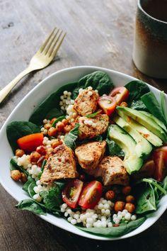 Halloumi Salad, Couscous, Kung Pao Chicken, Cobb Salad, Avocado, Ethnic Recipes, Food, Salads, Cilantro