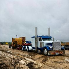 Peterbilt TriAxle pulling 4 axle RGN & hauling a CAT side boom pipe layer. Train Truck, Road Train, Tow Truck, Pickup Trucks, Big Rig Trucks, Dump Trucks, Cool Trucks, Heavy Construction Equipment, Heavy Equipment