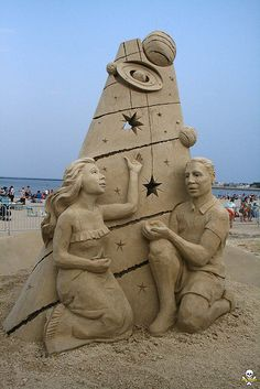 """Catch a Falling Star"" Second Place and People's Choice sand sculpture by Thomas Koet. Snow Sculptures, Sculpture Art, Sand Drawing, Ice Art, Snow Art, Falling Stars, Grain Of Sand, Chalk Art, Land Art"