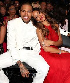 Rihanna y Chris Brown en los Premios Grammy 2013 (10 de febrero). / Rihanna and Chris Brown at the 2013 Grammy Awards (February 10).
