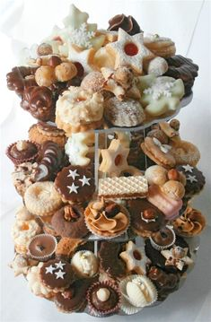 Ukázka mých výrobků - www.helencina-sbirka-receptu.com Small Desserts, Sweet Desserts, Christmas Sweets, Christmas Baking, Amazing Food Decoration, Peach Cookies, Baking Recipes, Dessert Recipes, Czech Recipes