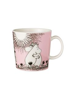 Children and adults alike fall in love with the sympathetic characters of Moomin Valley as created by the author Tove Jansson. The Arabia artist Tove Slotte has designed the delightful Moomin objects in keeping with the original drawings. Tove Jansson, Porcelain Mugs, Ceramic Mugs, Ceramic Tableware, Ceramic Pottery, Les Moomins, Moomin Mugs, Moomin Shop, Marimekko