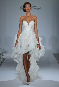 Pnina Tornai ~ Normally I wouldn't like a dress this style but I absolutely love this one ♡