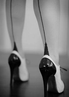 nylonfoxie:    Sassy sexy fully fashioned nylon stockings…nylonfoxie