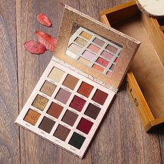 Charming 16 Color Eyeshadow Palette