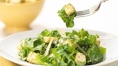 The ever-popular Caesar salad is believed to have been invented in 1924 by Italian chef Caesar Cardini who owned a restaurant in Tijuana, Mexico! Epicure Recipes, Cooking Recipes, Healthy Recipes, Healthy Snacks, Lettuce Recipes, Salad Recipes, Mayonnaise, Low Fat Yogurt, Salad Dressing Recipes