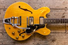1960 Gibson ES 335 Natural with factory Bigsby This is a virtually unique…