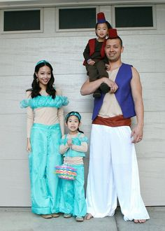 Aladdin, Jasmine, their daughter and Abu. A family who cosplays together, stays together...
