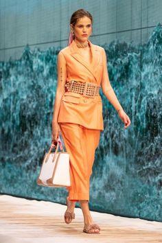 FR Daily News — Défilé Ralph & Russo Printemps/Été 2021 Fashion Week, Look Fashion, Spring Fashion, Fashion Show, Womens Fashion, Fashion Trends, Ralph & Russo, Boutique Haute Couture, Satin Cocktail Dress