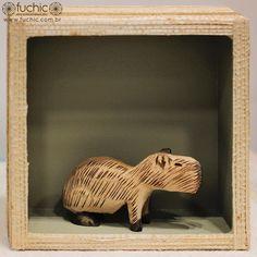 Quadro com animais típicos da fauna brasileira, como a capivara, perfeitos para a decoração de quartos infantis! | Veja onde adquirir nossas peças em http://www.fuchic.com.br/#!enderecosfuchic/cq3z // Frame with animals typical of the Brazilian fauna, like a capybara, perfect for a children's room decor!| See where to get our products: http://www.fuchic.com.br/#!enderecosfuchic/cq3z  #fuchic #nafuchictem #fuchicguarulhos #aeroportodeguarulhos #gruairport #capivara #madeira #decoração #quadro
