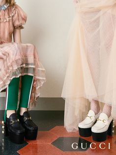 Decorated with pearls, studs and House hardware, the new platform Horsebit loafer from Gucci Spring Summer Gucci Ad, Gucci 2017, Gucci Horsebit Loafers, Gucci Campaign, Runway Fashion, Womens Fashion, Fashion Trends, Photoshoot Concept, Gucci Spring