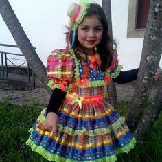 O baile lá na roça foi até o sol raiar... A casa estava cheia, mal se podia andar Estava tão gostoso aquele reboliço Mas é que o sanfoneiro, só tocava isso. #festajunina #trajescaipiras #boneca #linda #inspiracao #details #saojoao #saopedro #santoantonio #festajulina