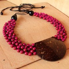 Collar Necklace with Pink Seeds and Coconut #pinittowinit @ArtisansAndes