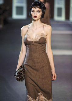 Le look féminin-masculin. Défilé de #Louis #Vuitton, collection automne-hiver 2013-2014.