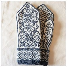 Ravelry: Vinterkrans pattern by Marianne Skjelstad Double Knitting Patterns, Knitted Mittens Pattern, Knit Mittens, Knitting Charts, Knitted Gloves, Loom Knitting, Knitting Socks, Knitting Stitches, Fingerless Mitts
