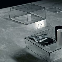 GLAS ITALIA - WIREFRAME GLASS COFFEE TABLE A Series of twisted and irregular glass coffee tables intricately created and joined along carefully shaped glass edges. The wireframe glass coffee table is formed from tempered glass and is available with different colour edge details.