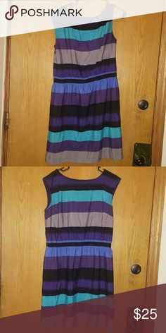 Ann Taylor loft work dress Lightweight lined adorable dress perfect for work or having brunch with friends! LOFT Dresses Midi