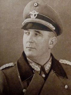 """Le """"SS-Gruppenführer und Generalleutnant der Schutzpolizei"""" Artur Mülverstedt, commandant de la 4. SS-Polizei-Panzergrenadier-Division"""