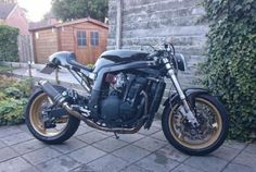 Suzuki GSX-R 1100 streetfighter/caferacer Custom Motorcycles, Motorcycles For Sale, Suzuki Gsx R 750, Custom Cafe Racer, Cool Cafe, Bike, Bicycle, Choppers For Sale, Bicycles