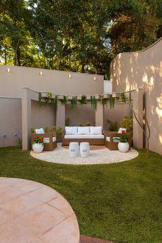 30 back garden design ideas for a family gathering place 28 Back Garden Design, Backyard Garden Design, Small Backyard Landscaping, Patio Design, Pergola Designs, Pergola Patio, Backyard Patio, Pergola Kits, Wisteria Pergola