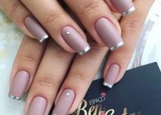 Cute Nail Designs For Spring – Your Beautiful Nails Gold Nails, Matte Nails, Acrylic Nails, Nude Nails, Nails With Glitter Tips, Silver Tip Nails, Gorgeous Nails, Pretty Nails, Hair And Nails