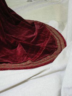 Hem detail, 16th century sottana con maniche, c. 1560, Pisa, Museo di Palazzo Reale. The two rows of embroidered bands go all the way around the skirt and small train.