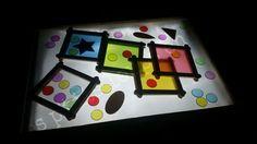 Voici un jeu de couleurs pour table lumineuse Pour réaliser les cadres de couleurs, j'ai utilisé des protège-cahiers translucides que j'ai coupé en carré de 8x8 et je les ai ensuite encadrés de bâtonnets de glace (maintenus par du scotch double-face)...