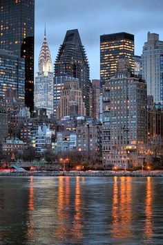 Amazing Cities - Manhattan as seen from the across the East River on Roosevelt Island