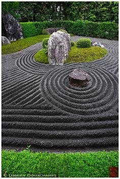50 Diy Backyard Zen Garden Ideas - Home/Decor/Diy/Design Japanese Garden Landscape, Zen Rock Garden, Small Japanese Garden, Zen Garden Design, Japanese Garden Design, Landscape Design, Japan Landscape, Garden Park, Japanese Gardens