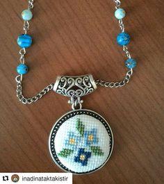 #Repost @inadinataktakistir with @repostapp ・・・ Mavi mine çiçeği en bi sevdiklerimden.. Şirin mi şirin, narin mi narin.. Ay ölürüm size ben... #takı #takıtasarım #mavi #mine #etamin #etaminişi #etaminkolye #çarpıişi #kolye #kanaviçe #kanaviçekolye #elemeği