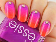 On ose la couleur tant qu'il est encore temps ! Pour ou contre le gradiant nail ? http://www.manucure-beaute.com/neon-2013/4793-vernis-essie-dj-play-that-song.html