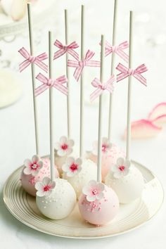 Living magazine Cake Pops are a great and unique way to have cake but travel around with it!Cake Pops are a great and unique way to have cake but travel around with it! Cake Pops Roses, Flower Cake Pops, Pink Cake Pops, Beach Cake Pops, Pretty Cakes, Cute Cakes, Beautiful Cakes, Amazing Cakes, Wedding Cake Pops