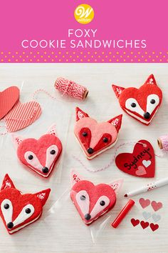 Give your foxy Valentine a little something sweet with these Foxy Cookie Sandwiches. Decorated using Candy Melts candy and Wilton icing colors, these cookie sandwiches are perfect for sneaking into brown bag lunches or school backpacks. Valentines Day Desserts, Valentine Cookies, Christmas Cookies, Valentines Baking, Valentine Recipes, Valentine Party, Kids Valentines, Easter Cookies, Holiday Recipes