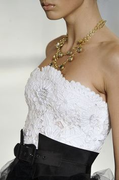 Oscar de la Renta Spring 2009 - Details. Contrast between the elegant lace and the sharp lines of the black fabric