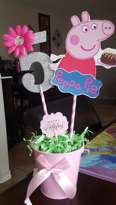 Peppa Pig party inspiration Toss a new birthday party which is simple, sophisticated, and excellent! Fiestas Peppa Pig, Cumple Peppa Pig, Peppa Pig Pinata, Third Birthday, 4th Birthday Parties, Birthday Party Decorations, Cake Birthday, Birthday Celebration, Peppa E George