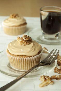 Kaffee-Walnuss-Cupcakes mit Frischkäse-Frosting