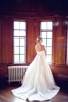 Style Me Pretty | GALLERY & INSPIRATION | CATEGORY: WEDDING DRESSES | PHOTO: 29401