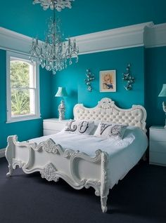 Houzz: Consider Giving Your House a Big Bolt of Blue ✦ From fresh, vivid turquoise to power-packed cobalt, blue is a great way to lift a neutral color palette.