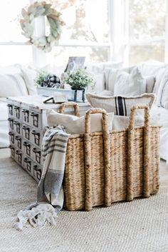 Neutral fall decor - A cozy farmhouse fall sunroom. A must pin for cozy fall decor inspiration! #cozyhomedecor