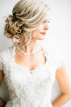 Coiffure De Mariage Description Featured Photographer: Lindsey Shaun Photography, Featured Hairstyle: Hair and Makeup by Steph Mod Wedding, Wedding Updo, Wedding Pics, Wedding Bells, Wedding Styles, Trendy Wedding, Dream Wedding, Wedding Ideas, Cute Hairstyles Updos