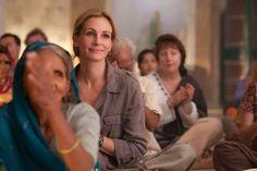 Julia Roberts in Eat Pray Love Elizabeth Gilbert, Liz Gilbert, Julia Roberts, Miranda Priestly, Jim Carrey, Como Praticar Yoga, Eat Pray Love Quotes, Eat Pray Love Movie, Come Reza Ama