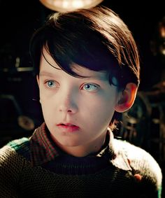 Asa butterfield as Hugo Boy In Striped Pyjamas, Asa Buterfield, Hugo Cabret, Comic Face, Young Cute Boys, Mackenzie Foy, Young Actors, Thing 1, Film Serie