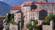 Sartène, la plus grande commune de Corse.