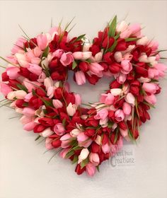 Red and pink tulip heart wreath for any occasion. Great on your front door throughout the spring Valentine Day Wreaths, Valentines Day Decorations, Valentine Day Crafts, Happy Valentines Day, Printable Valentine, Homemade Valentines, Valentine Box, Valentine Ideas, Tulip Wreath