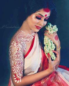 A Wedding For Everyone! Indian Wedding Gowns, Bengali Wedding, Bengali Bride, Indian Wedding Jewelry, Bengali Bridal Makeup, Bridal Makeup Looks, Bride Makeup, Indian Photoshoot, Saree Photoshoot